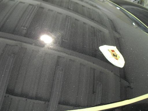 Porsche Caymanのボディーコーティングを施工する前のボンネットの状態