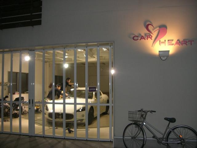 Maserati GranTurismo S ビアンコにボディコーティングの研磨をしているところ