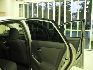 マディコのレイバングリーンを施工したトヨタ プリウスのサイドガラス