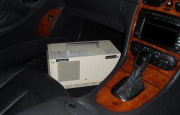あらゆる車内の臭いを消す、オゾン脱臭機。