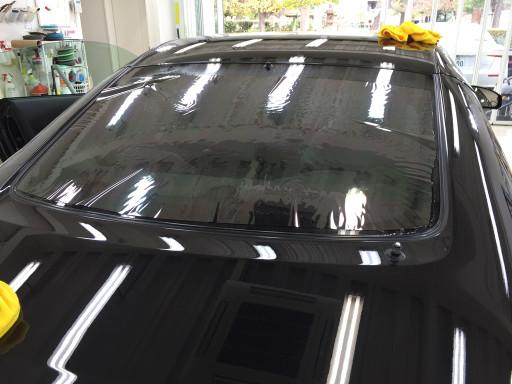 フェアレディZ Z33のリアガラスにクァンタム19%を1枚貼りしているところ
