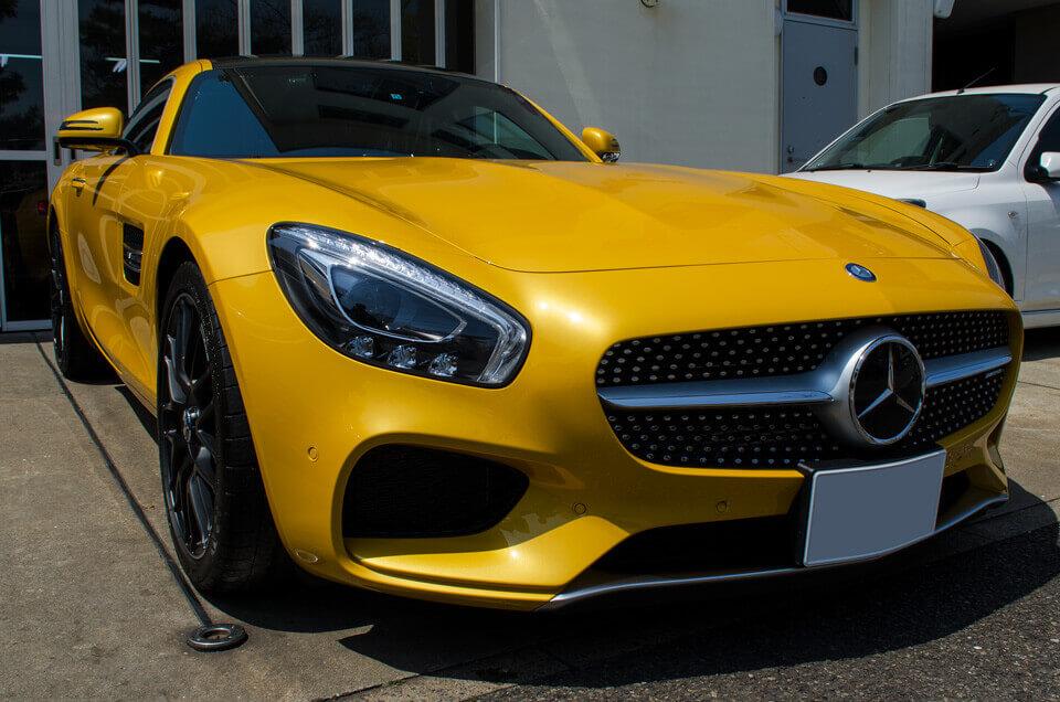Mercedes AMGGTSのコーティングメンテナンス後。前より。汚れが全てなくなり、ゴールドイエローメタリックのボディが輝くように。