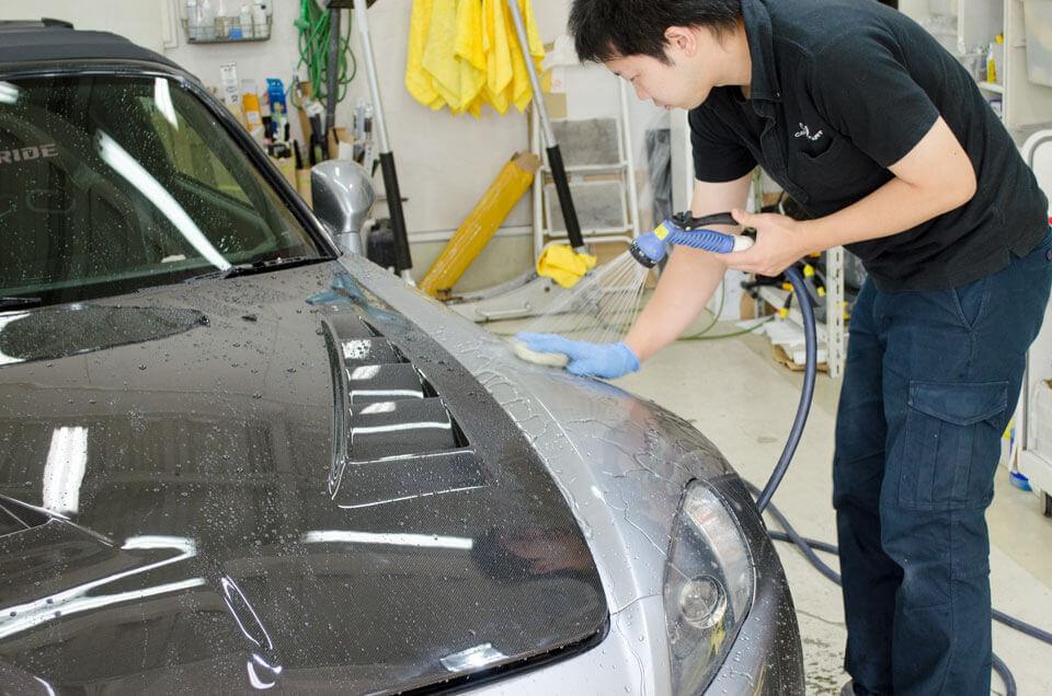 HONDA_S2000にコーティング前の洗車をしているところ