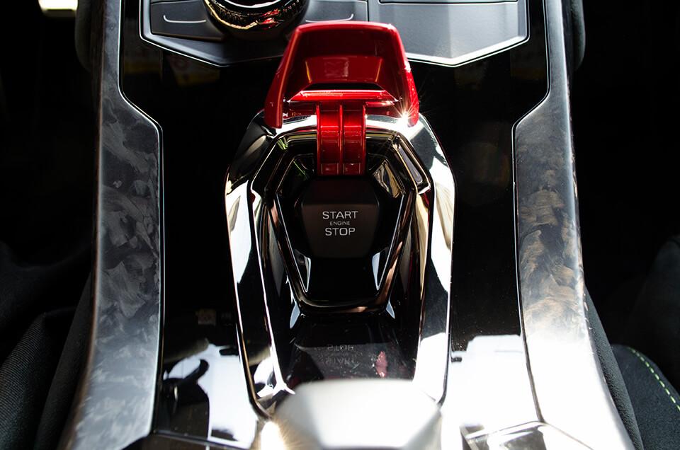 Lamborghini HURACÁN PERFORMANTE ランボルギーニ ウラカン ペルフォルマンテのエンジンスイッチ