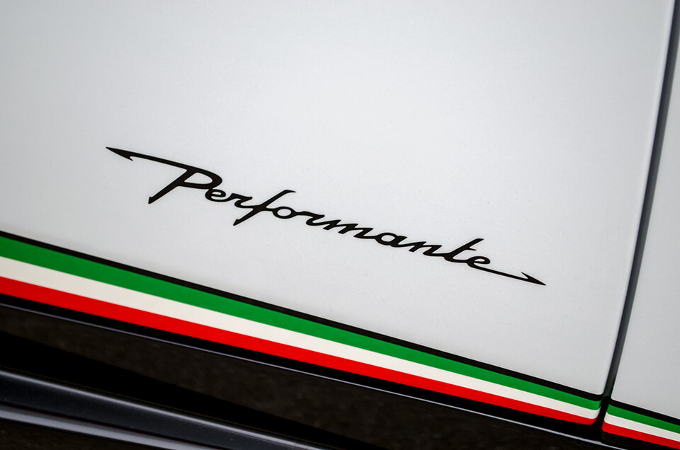 Lamborghini HURACÁN PERFORMANTE ランボルギーニ ウラカン ペルフォルマンテ の ロゴ