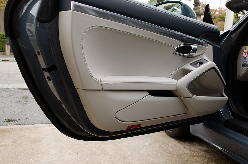 レザーコーティングとプロテクションフィルムとウィンド撥水コーティングを施工したPORSCHE 718 Boxster GTS