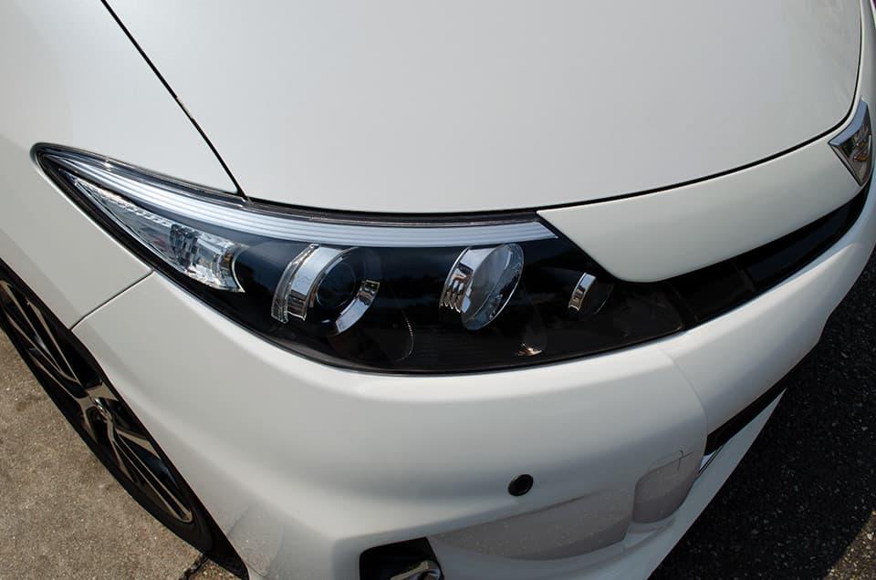 TOYOTA エスティマにヘッドライトアクリル樹脂コーティングを施工したあと
