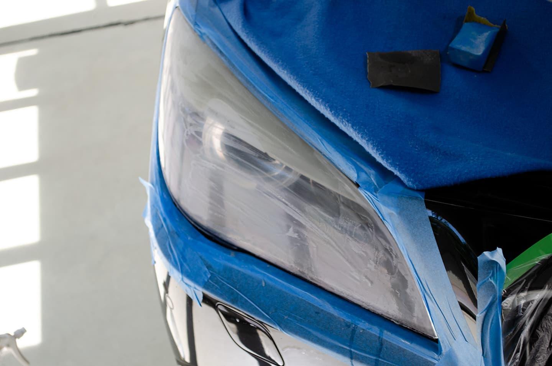 BMW 750iのヘッドライトにヘッドライト樹脂コーティングの研磨をしてガサガサのヘッドライト