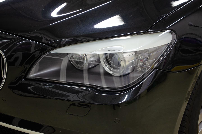ヘッドライトコーティングをした後のBMW 750iのヘッドライト。新車のように綺麗に
