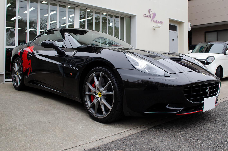 Ferrari Californiaのフロントディフューザーに赤ラッピング・サイドデカールを施工しました。