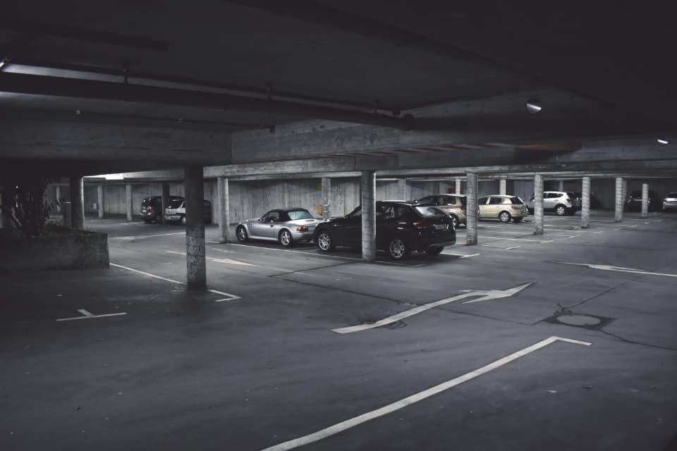 地下駐車場に泊めるのはイオンデポジット発生を抑制する