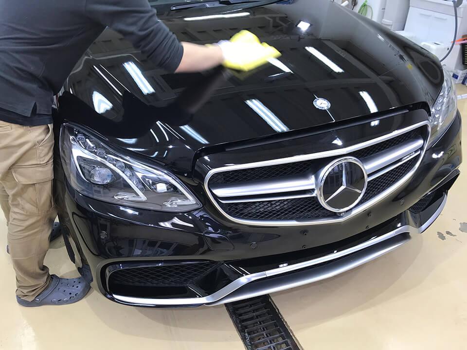 Mercedes-AMG E63 S 4MATIC にコーティングしているところ
