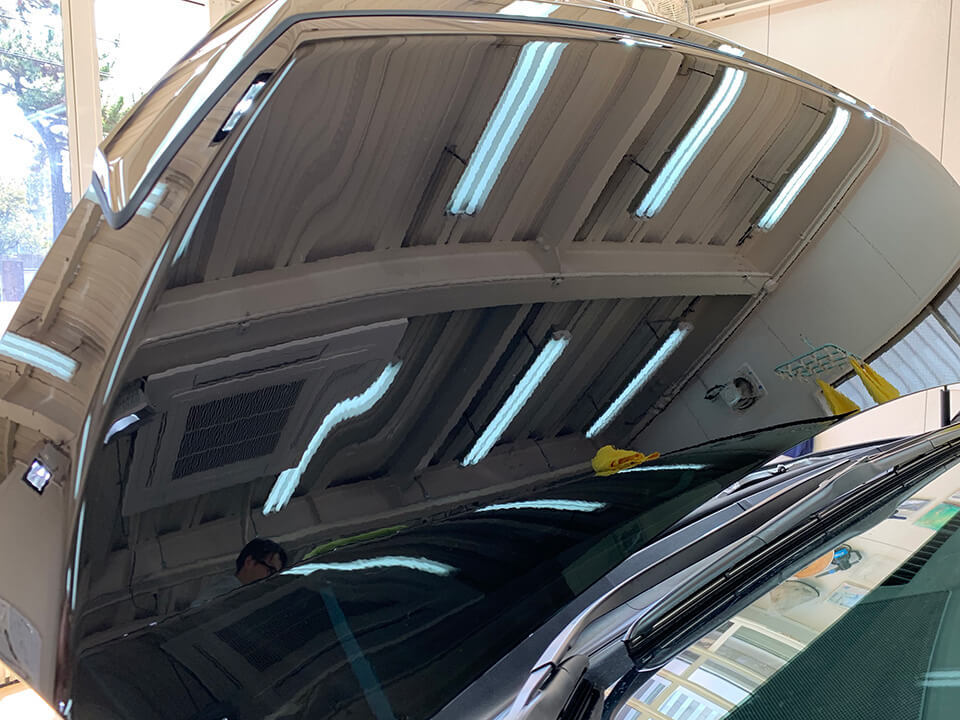 コーティングの研磨を施工したトヨタ ヴェルファイア(202ブラック)のボンネット