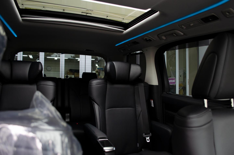 ウィンコスプレミアムHCD-10Gを施工したトヨタ ヴェルファイア(202ブラック)の運転席からの眺め