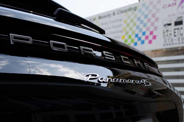コーティングを施工したポルシェ パナメーラ4Sのエンブレム