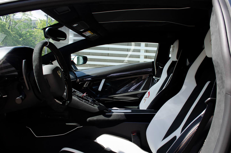 コーティングを施工したランボルギーニ アヴェンタドール SVJのシート・インテリア