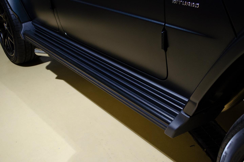 ラッピングを施工したMercedes-AMG G63 エディションマットブラックのドアステップ