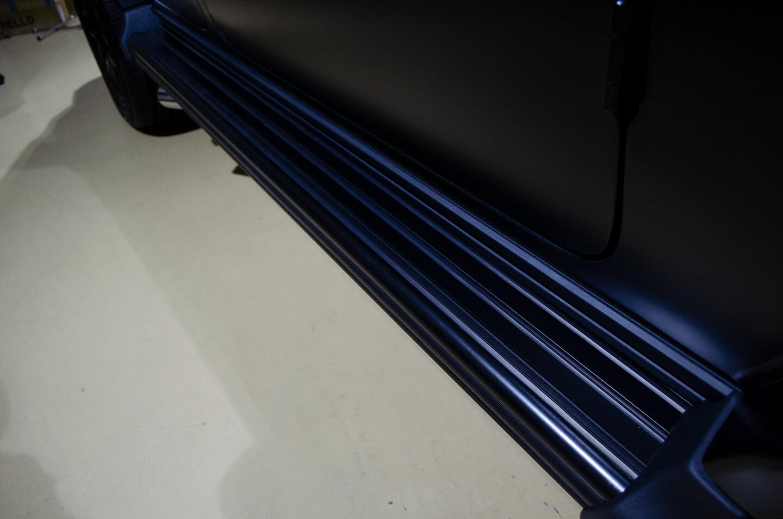 ラッピングを施工したMercedes-AMG G63 エディションマットブラックのサイドステップ