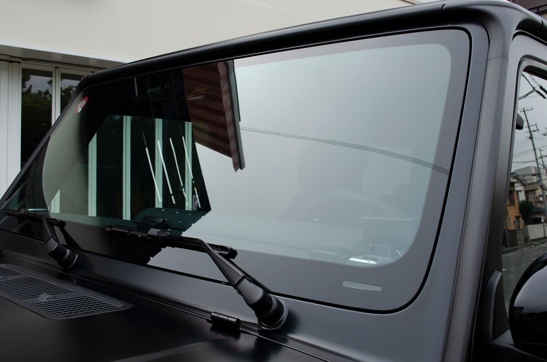 Mercedes-AMG G63 エディションマットブラックのフロントガラスに透明断熱フィルムを施工いたしました