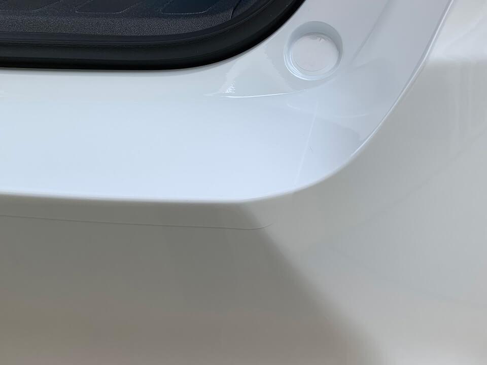 プロテクションフィルムを貼り付けたLEXUS UXのりあゲートステップ