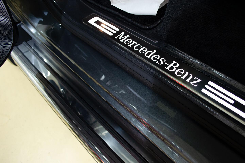 プロテクションフィルムを施工したメルセデス・ベンツ G350d(W463) セレナイトグレーのサイドステップ