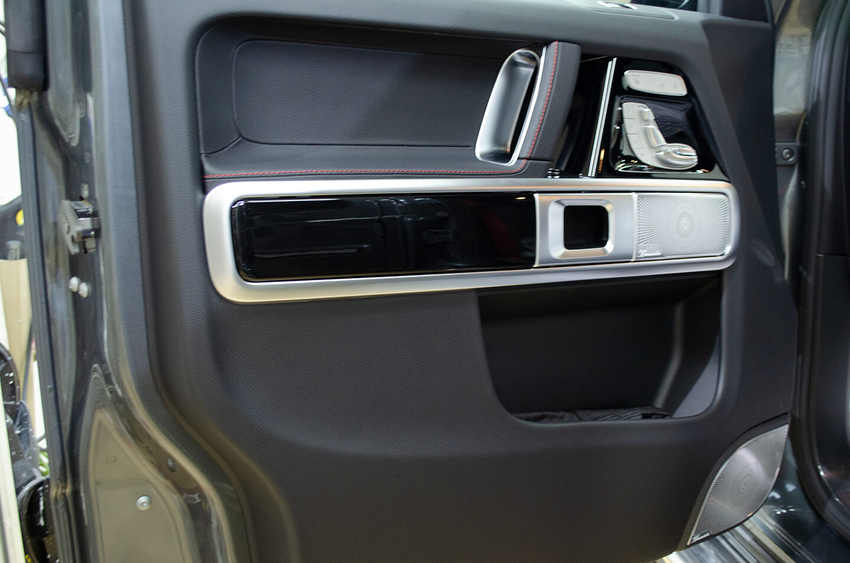 コーティングを施工したメルセデス・ベンツ G350d(W463) セレナイトグレーのドアトリム