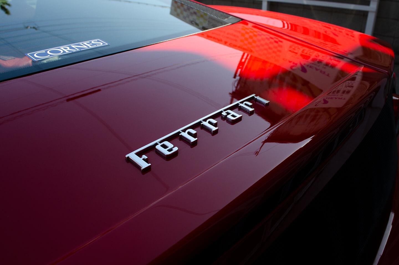 コーティングを施工した360モデナ(フェラーリ)のエンブレム