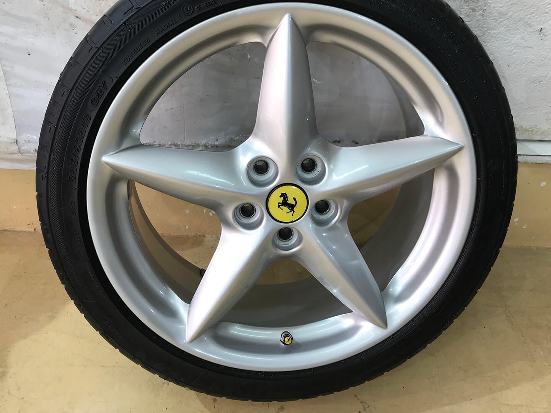 クリーニングが完了した360モデナ(フェラーリ)のホイール