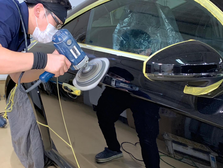 コーティングの研磨を3代目 Audi TT Coupé  ミトスブラックメタリックにしているところ