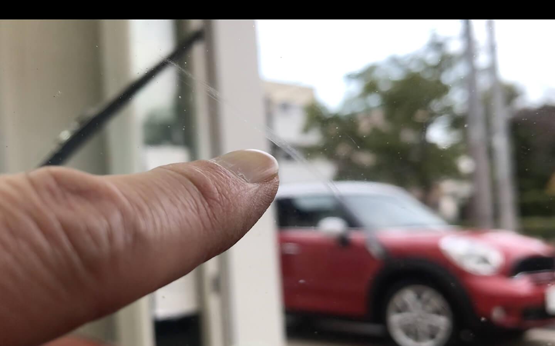 ジャガー Eタイプのフロントガラスについていた傷