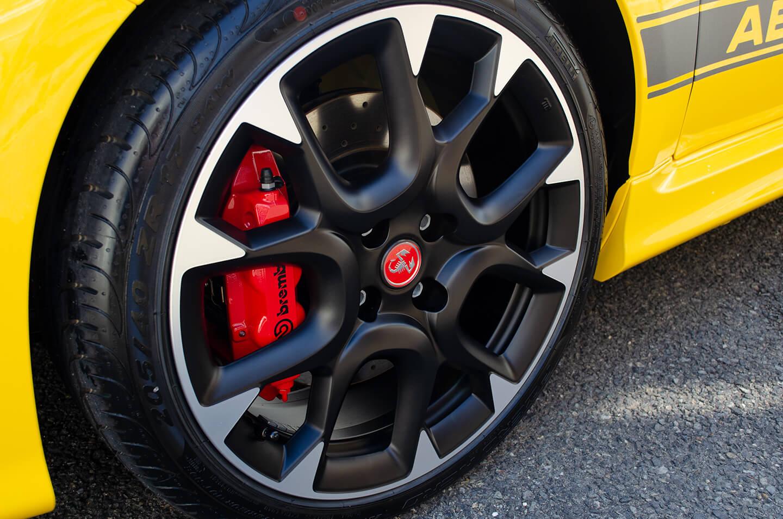 コーティングを施工した アバルト 595 コンペティツィオーネ Giallo Modenaのホイール