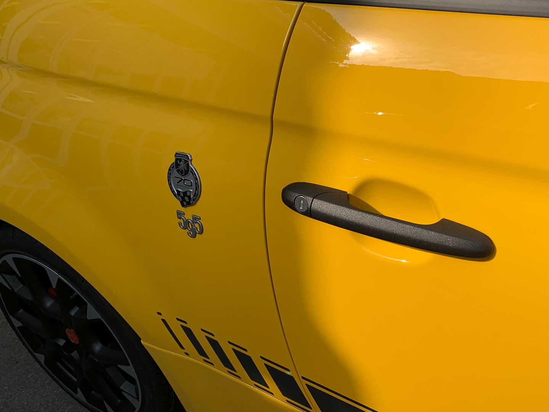 コーティング前の アバルト 595 competizione Giallo Modena