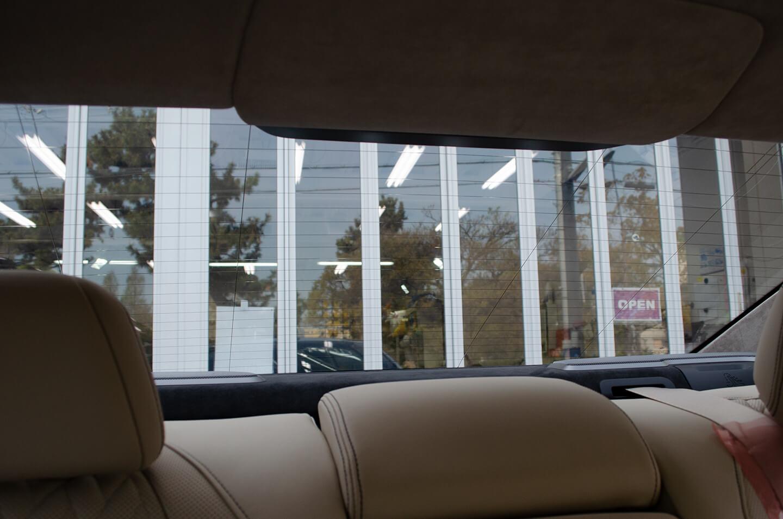 スモーク断熱フィルム 30%を施工したBMW G11 750i の車内からの眺め