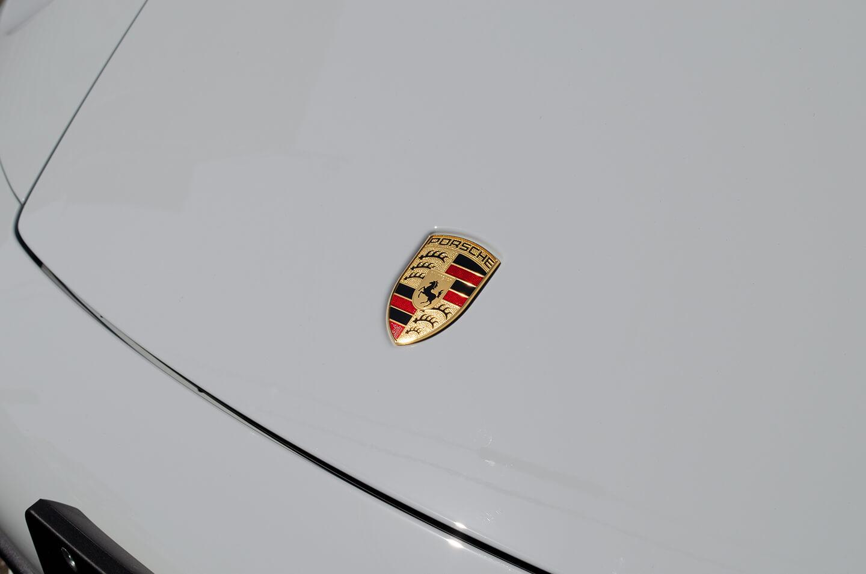 コーティングを施工したポルシェ 911 992のボンネット