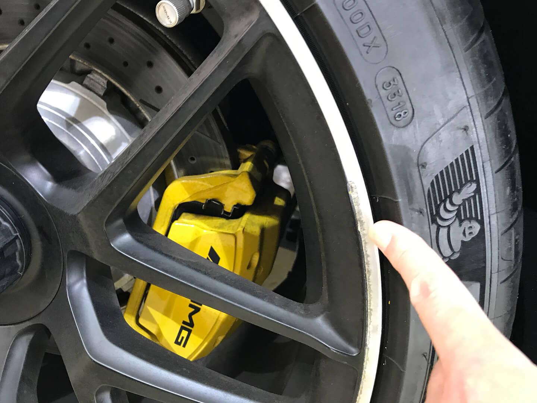 ガリ傷のついたAMG GT 63Sのホイール