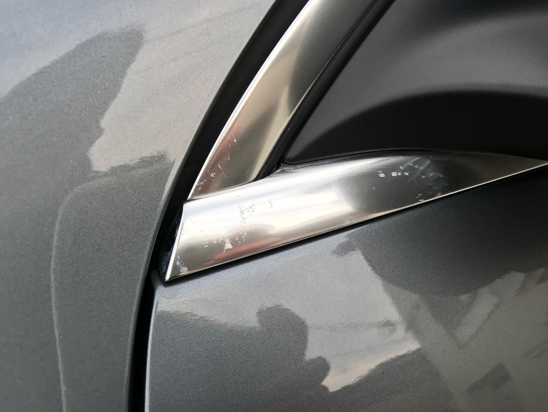 メルセデス ベンツ GLC200のシミの付いているメッキモール