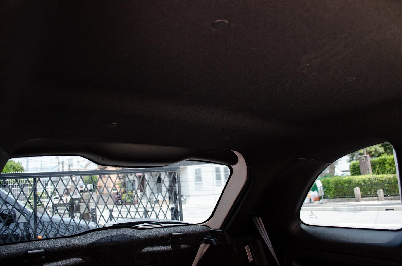 スモーク断熱フィルム施工後のアバルト 595 車内からの眺め