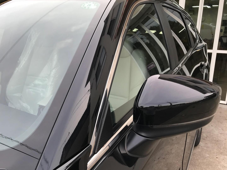CX-8のピラーにカーボンラッピングを施工しました