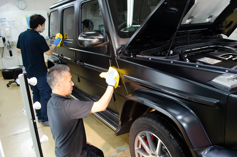 メルセデス AMG G63 エディション マットブラックにコーティングを施工しているところ