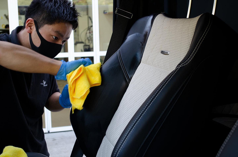 メルセデス AMG G63 マットブラックにレザーコーティングを施工しているところ