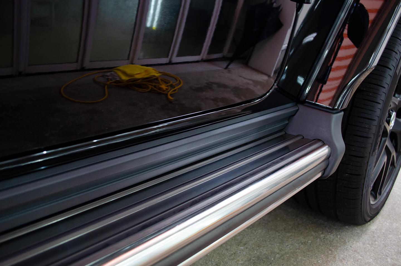 プロテクションフィルムを施工したメルセデス AMG G63 オブシディアンブラック のサイドステップ
