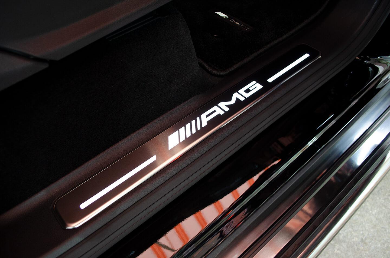 プロテクションフィルムを施工したメルセデス AMG G63 オブシディアンブラック のスカッフプレート