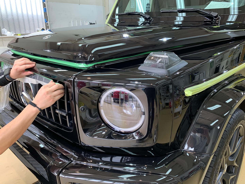 メルセデス AMG G63 オブシディアンブラックをマスキングしているところ