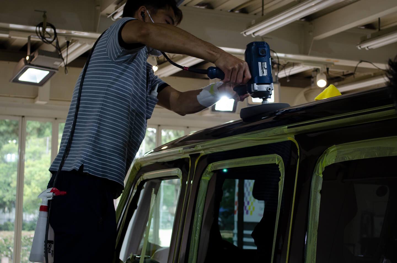 メルセデス AMG G63 オブシディアンブラックを磨いているところ