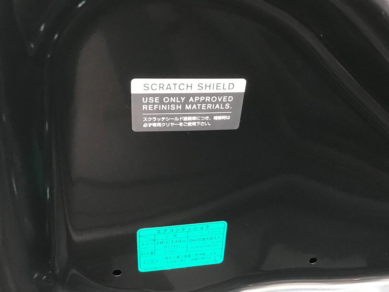 フェアレディZ Z34のボンネット裏にあったスクラッチシールドのステッカー