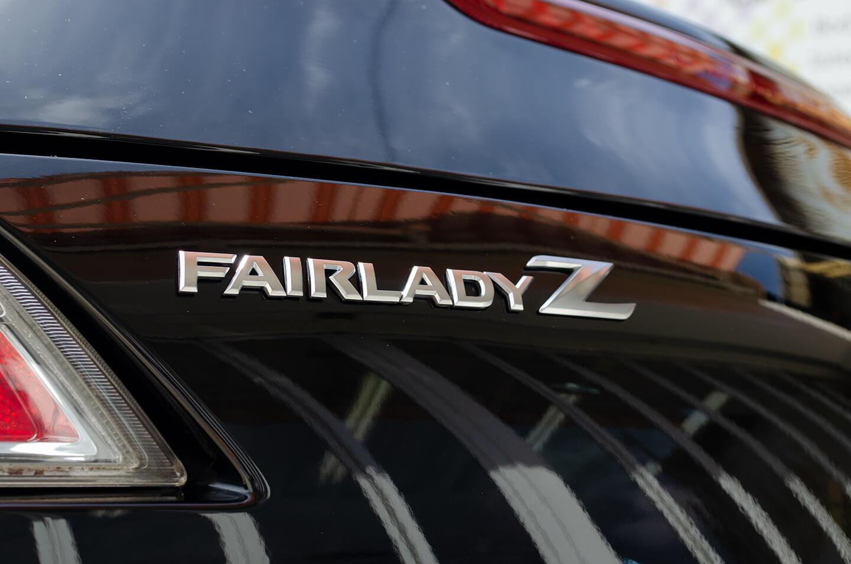 コーティングを施工した フェアレディZ Z34のエンブレム