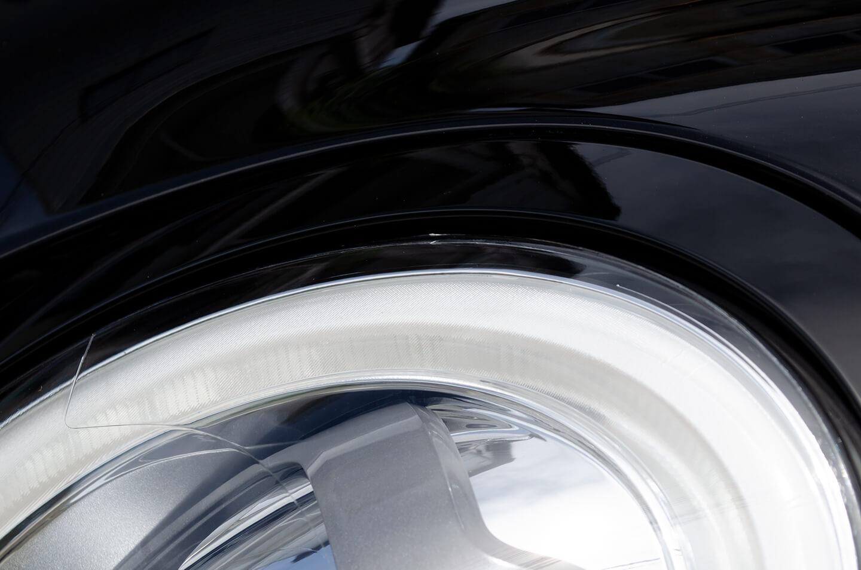 プロテクションフィルムを施工したミニクーパーのヘッドライト
