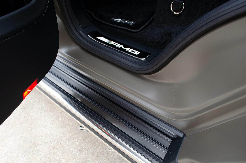 Mercedes-AMG G63 manufaktur Edition のドアステップ