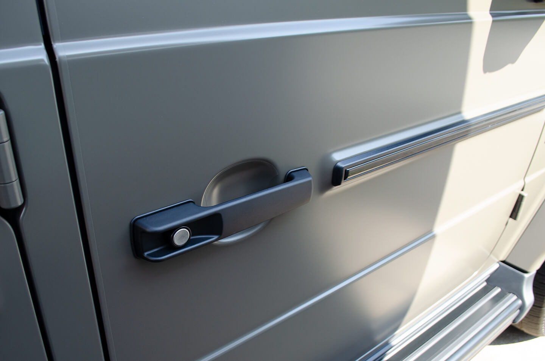 プロテクションフィルムを施工したMercedes-AMG G63 manufakur edition brabus Custom のドアハンドル