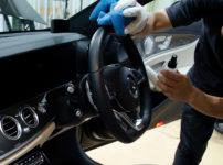 メルセデス AMG E43 W213のステアリングをコーティングしているところ